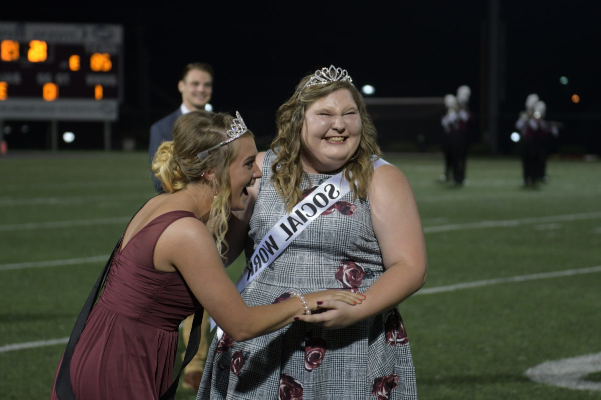 坎贝尔斯威尔 University crowns Kendra Polston as 2018 Homecoming Queen 3